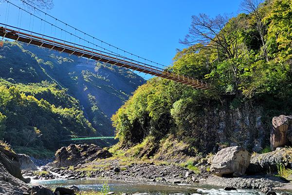 秀巒軍艦岩吊橋